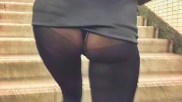 【個撮】階段スカートめくれ