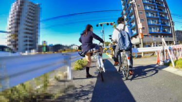 【無料】自転車パンチラ