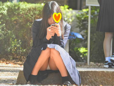 驚愕!!乃木坂系の美少女発見!!(FHD)純白パンチラのKちゃん!!大変です!!パンツが見えてますよ特別編25