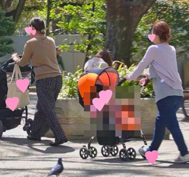 超レア!激アツ!!【母乳パンパン】ゆるゆる美人ママさんたちの胸チラ!!どちらも乳首モロ!!