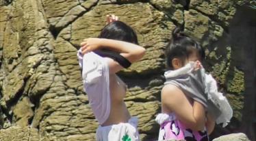 美少女の川遊び【着替え盗撮】