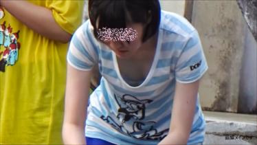 【HD画質】水遊びしてる子の胸チラ