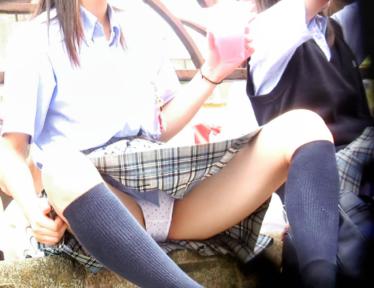 可愛い優等生J○の祭りでのお座り