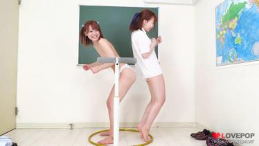 東條なつ&桐嶋あみな 4K動画 お尻で押し合い!負けたら服を脱いじゃう脱衣尻相撲