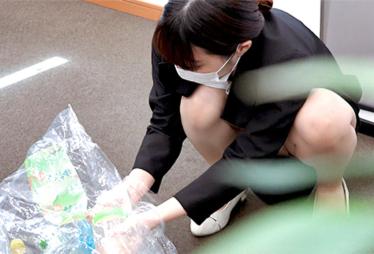 【OLオフィス内でパンチラ】新入社員の新鮮パンチラです。