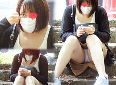 【公園パンチラ】透明感抜群!20代前半超美人の真っ白パンツ激写!!