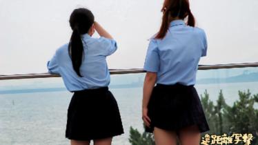 風の強い日に2人組制服娘を写撃